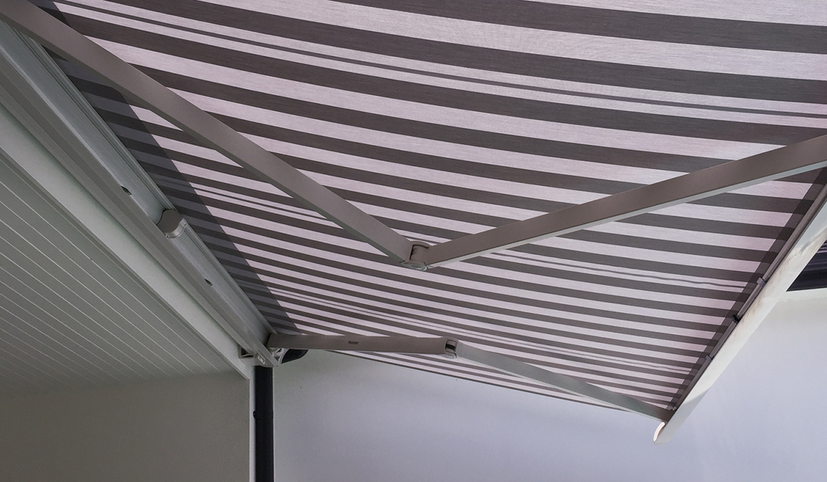 Folding-Arm-Awning-with-Full-Cassette---Stripe-2