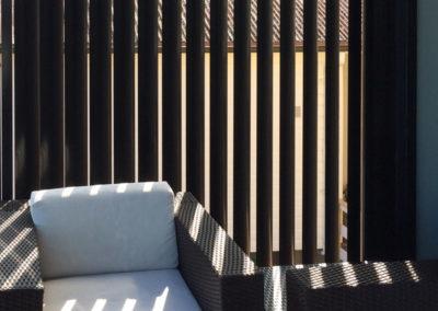 Vertical-Aluminium-Privacy-Screen---Balcony