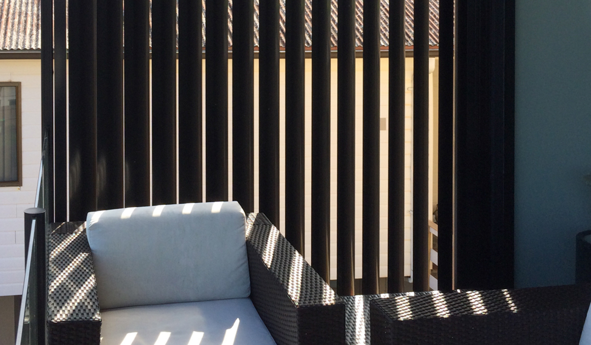 Vertical-Aluminium-Privacy-Screen---Balcony